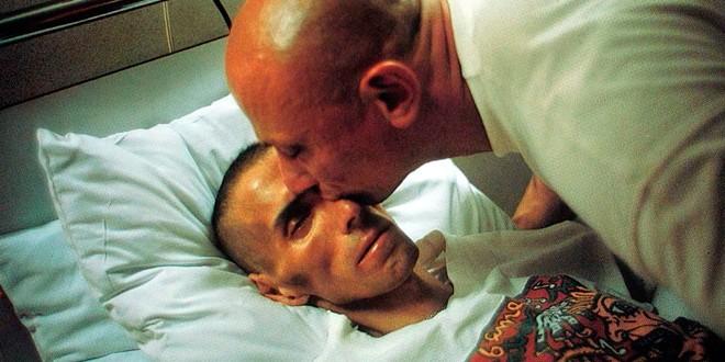 Gotscho-kissing-Gilles.-Paris,1993