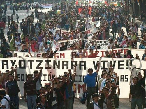 cortesía de: http://www.seccion22.org.mx/2014/10/02/seccion-xxii-marcha-en-repudio-a-la-represion-y-masacre-de-estudiantes-del-2-de-octubre-de-1968-en-tlatelolco/