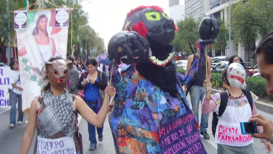 La compa chimpa en una manifestación
