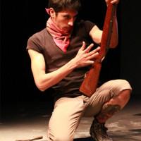 Himno zapatista y auto-erotización con un arma de fuego