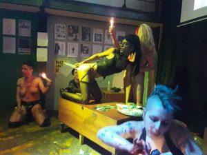 foto en encuentro postporno Wácala (ARG) en performance con Raíssa Vitral, Ce Quimera, Roy, Kore y MariaBasura